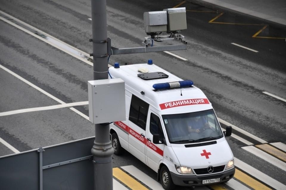 Водитель Lada XRAY сбил рабочего на улице Студенческая в Смоленске.