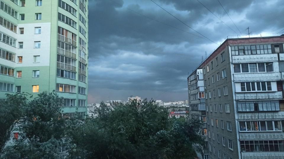 Небо в Челябинске в четверг, 22 июля, заволокло крупными тучами.