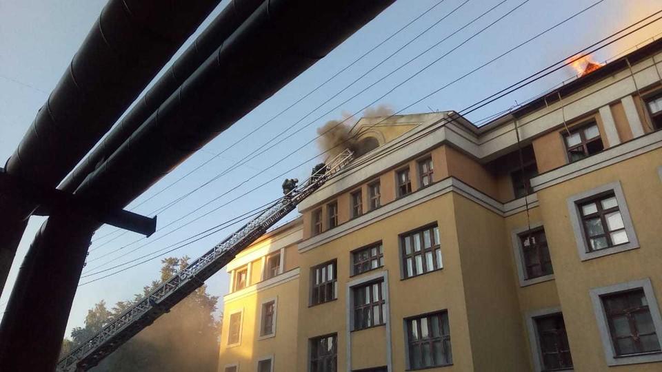 Общежитие ПИМУ загорелось в Нижнем Новгороде 31 июля Фото: ГУ МЧС по Нижегородской области