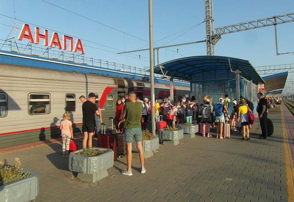 По расписанию, поезда прибывают в Анапу со всей страны