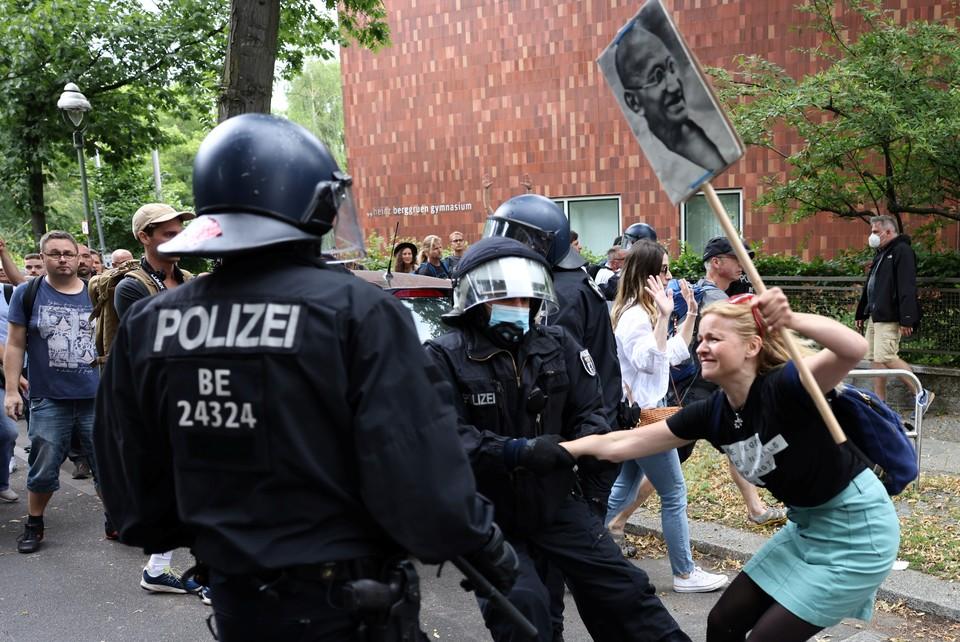 В Берлине проходят митинги против прививок от коронавируса.