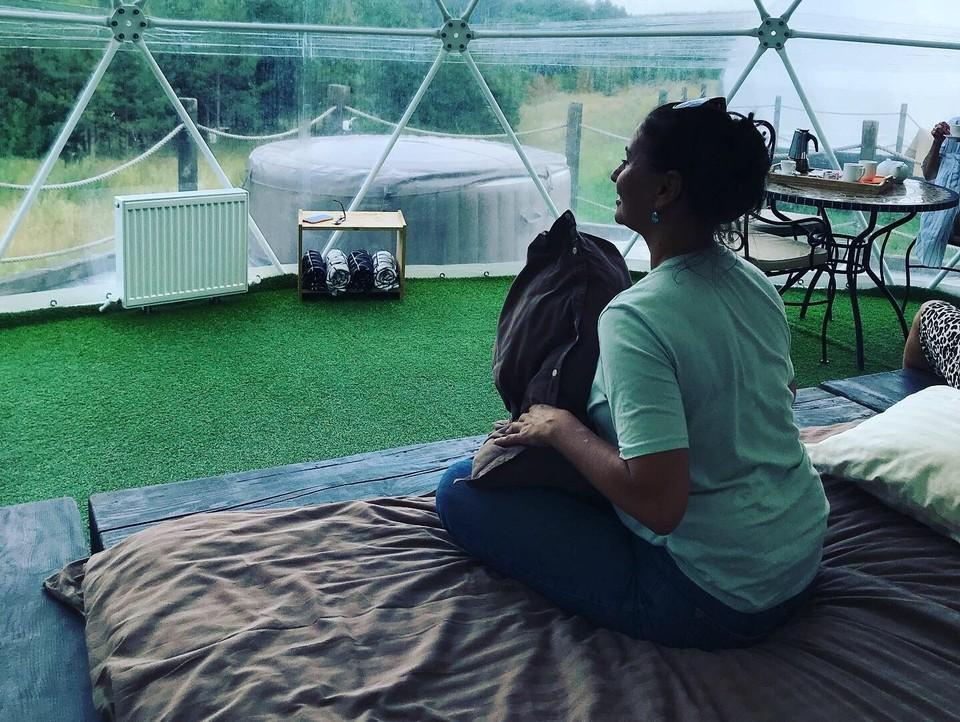 В удобных палатках приятно наблюдать за природой. Фото: Алексей Каменев