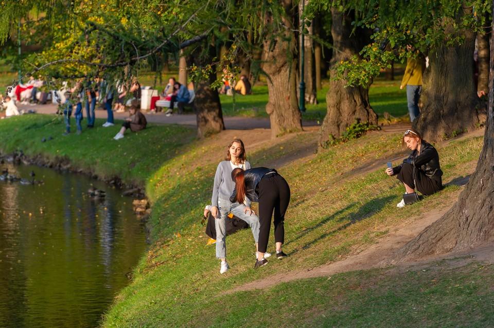 С приходом осени в Петербурге резко похолодало.