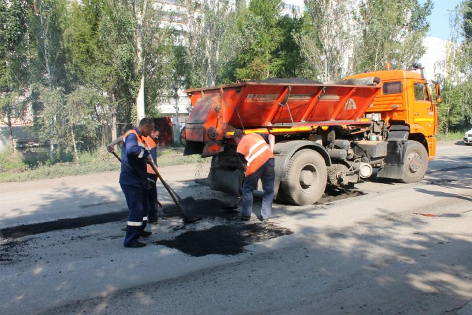 В Омской области продолжают ремонтировать дороги.