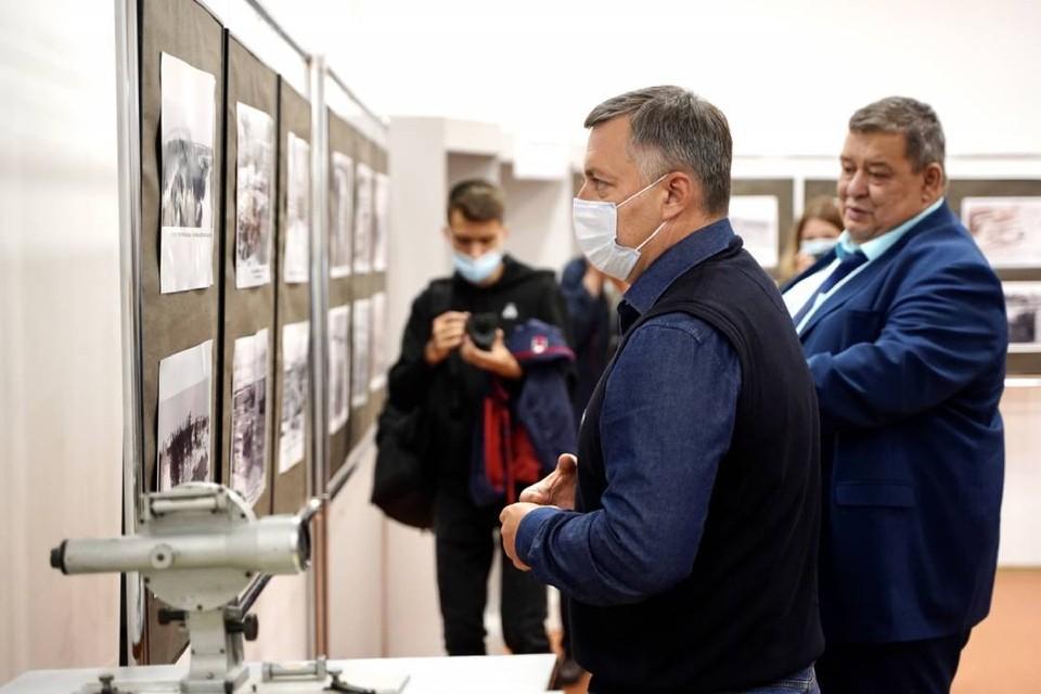 Игорь Кобзев посетил новую современную школу в Саянске. Фото: Пресс-служба правительства Иркутской области.