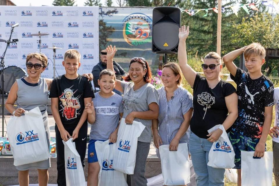 В эвенкийском поселке Куюмба отметили День нефтяника. Фото: «Славнефть-Красноярскнефтегаз»