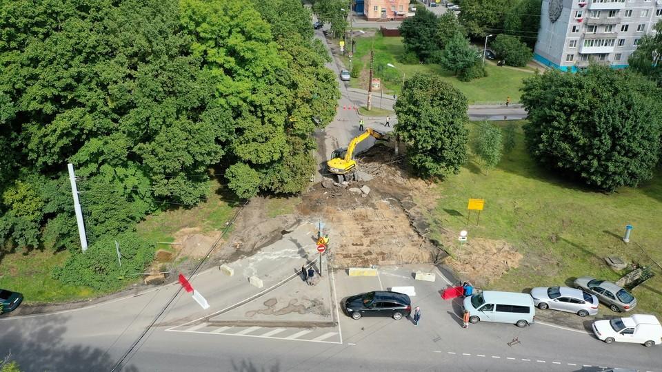 Из-за начавшихся ремонтных работ улица Карташева в Калининграде превратилась в большую неразбериху.