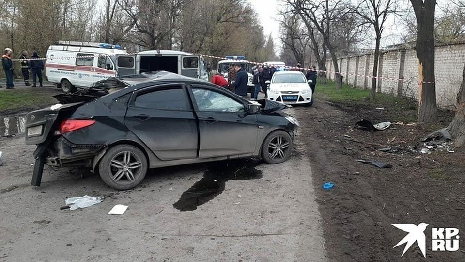От удара о дерево машина превратилась в груду металла. Фото: пресс-служюа областной ГИБДД
