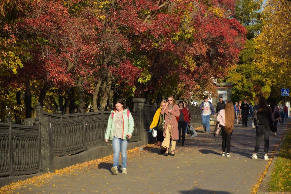 Первые осенние выходные для сибиряков началась с достаточно теплой и солнечной погоды.
