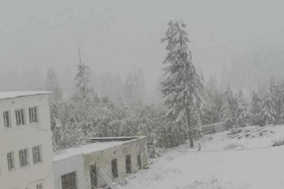 «Вот и лето прошло»: первый осенний снег выпал на Колыме