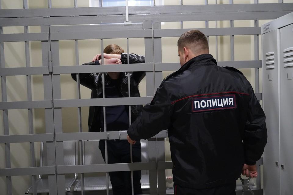 Мужа заключили под стражу, жену - под домашний арест