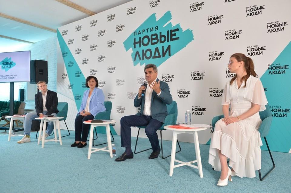 Лидер «Новых людей» Алексей Нечаев объяснил, что предвыборная программа партии состоит из восьми разделов и касается всех сторон жизни государства и граждан