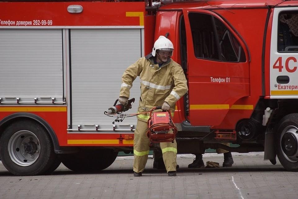 Спасатели эвакуировали жильцов прямо из окон девятиэтажки