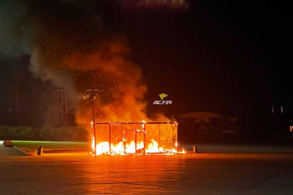 Пожар удалось ближе к утру. Фото: «АСТ-54»
