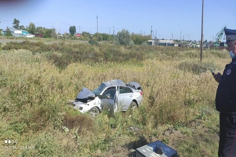"""Под Новосибирском «Тойота» столкнулась с локомотивом: водитель иномарки погиб. Фото: """"Инцидент Новосибирск""""."""