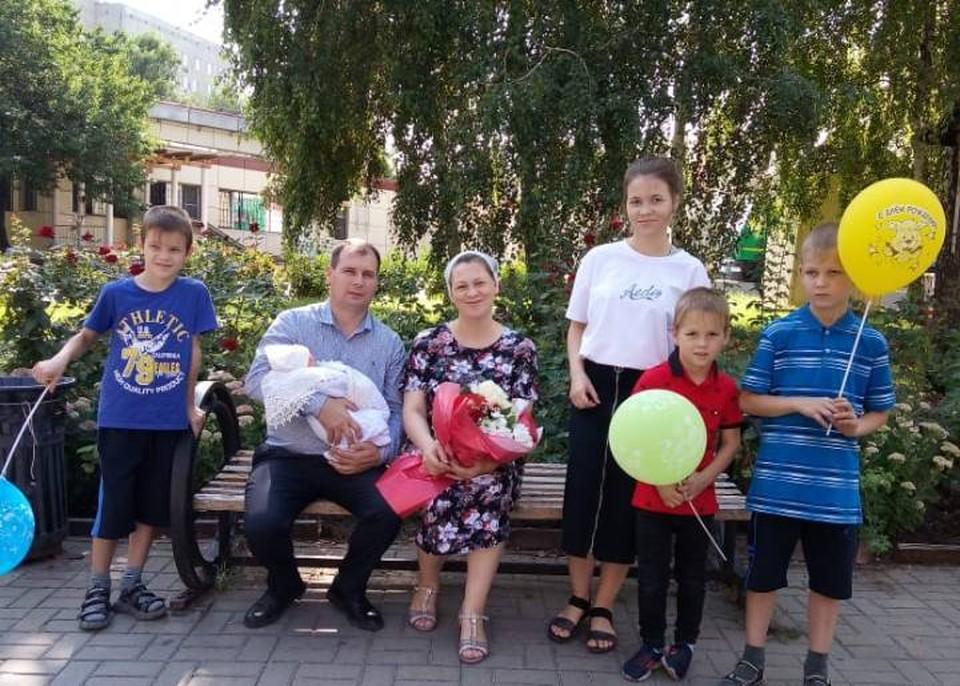 Василий и Елена Димитровы - родители десятерых мальчиков и трех девочек. Фото: из архива семьи