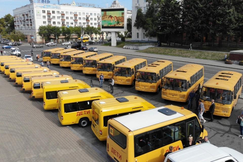 Свыше 50-ти новых школьных автобусов и медицинских автомобилей прибыло в Хабаровск