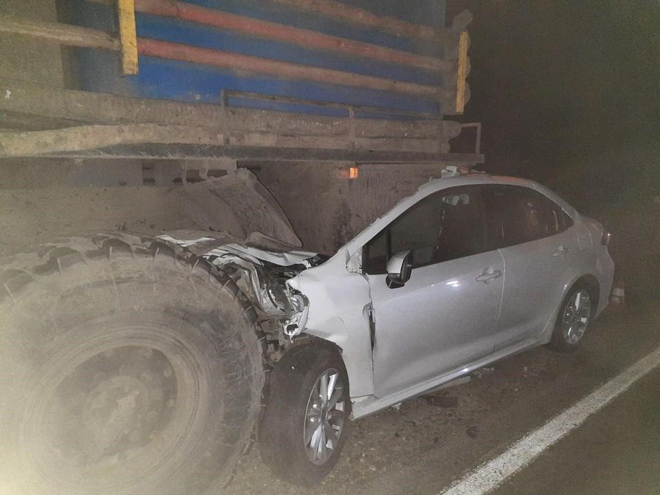 Легковушка въехала в грузовик. Фото - ГУ МВД России по Самарской области