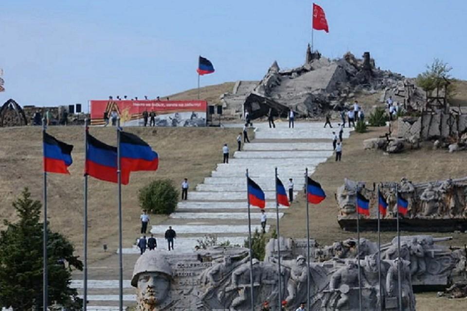 Саур-Могила - священное место для жителей Донецкого края. Фото: сайт Главы ДНР