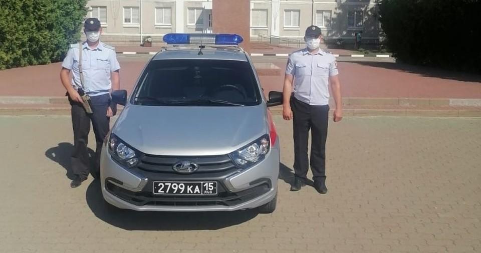 Обоих нарушителей для дальнейшего разбирательства передали сотрудникам регионального ГИБДД. Фото пресс-службы управления Росгвардии по Белгородской области.