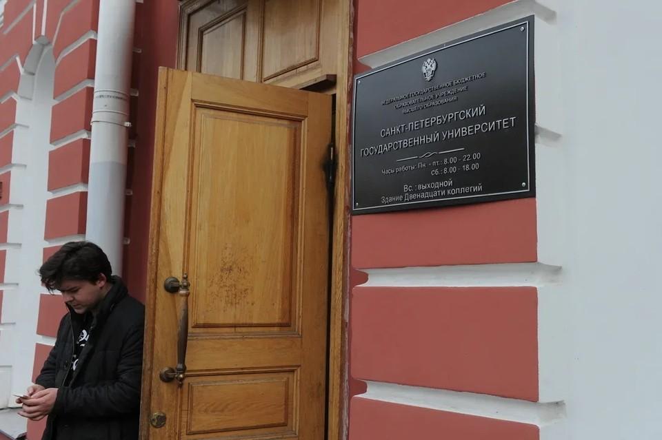 Сотрудников общежития №16 при СПбГУ заподозрили в продаже чужих вещей.