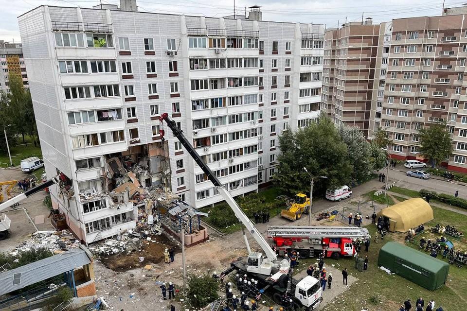 В первый подъезд, который пострадал от взрыва, жильцы смогут зайти за документами в лучшем случае через неделю