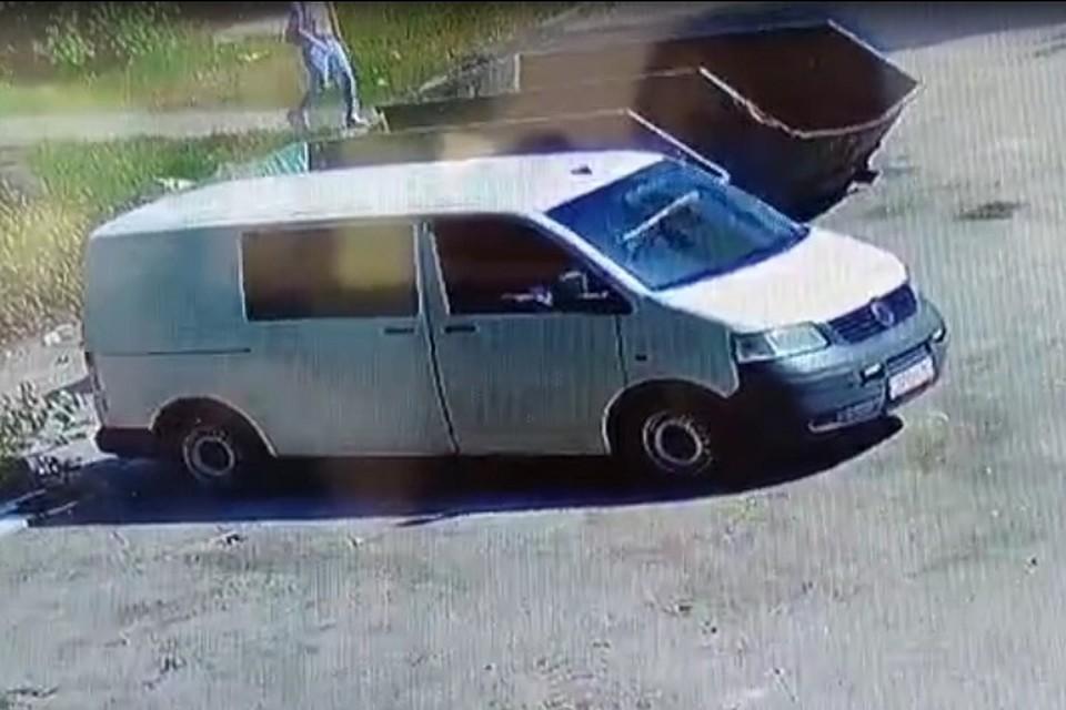 Один из нарушителей был на на микроавтобусе Volkswagen. Фото: пресс-служба администрации Ростова