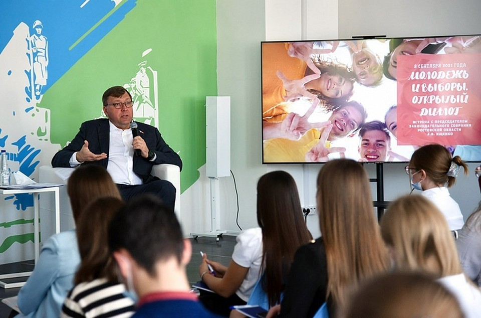 Александр Ищенко уверен в том, что молодежь понимает ценность своего голоса на выборах. Фото: Пресс-служба ЗС РО