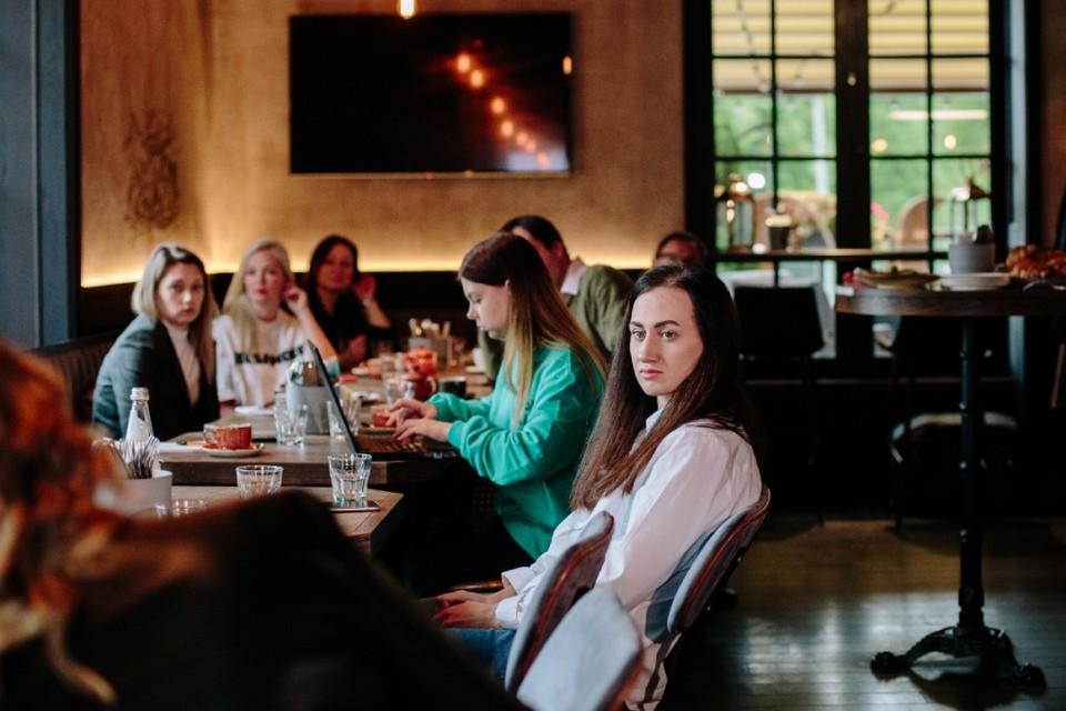 На круглом столе «РестоСпб: в будущее возьмут не всех» собрались участники рынка, профильные журналисты и представители партии «Новые люди». Фото: предоставлено организаторами.