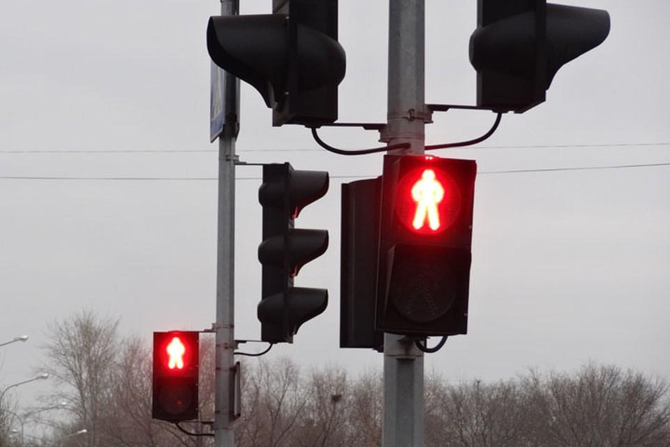 На пересечении улиц Мельникайте и 50 лет Октября в Тюмени погаснут светофоры.