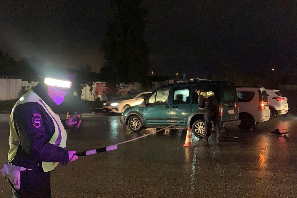 Таксист столкнулся с иномаркой и уехал Фото: ГИБДД по Екатеринбургу