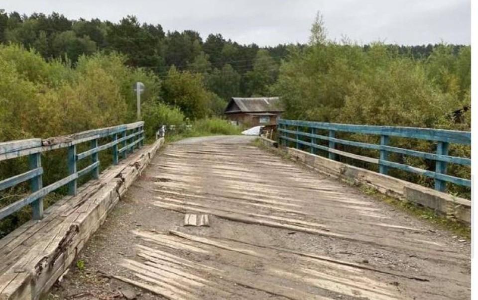 Прокуратура Кузбасса потребовала отремонтировать аварийный мост через реку. Фото: Прокуратура по Кемеровской области.