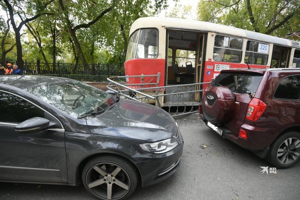 В аварии пострадали две иномарки