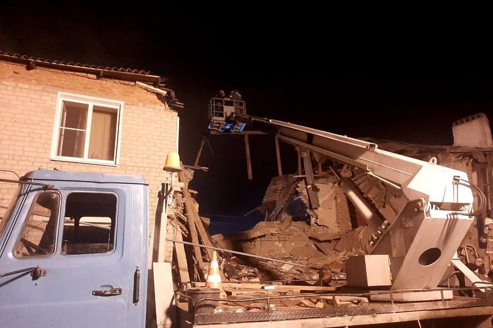 Спасатели продолжают разбирать завалы на месте взрыва