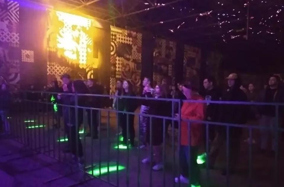 """Холодным вечером на фестивале было не очень много зрителей. Фото: Фестиваль """"Уральский Рубеж"""" - родному городу!/vk.com"""