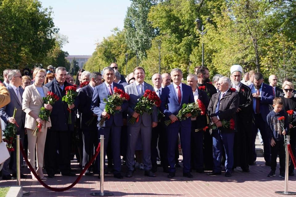 Традиционно празднование Дня города в Самаре официальные лица начинают с возложения цветов к памятнику Григорию Засекину