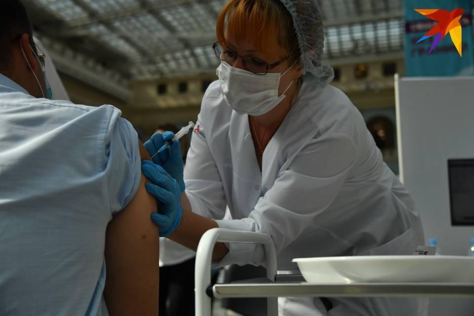 238 тысяч жителей Мурманской области привились от коронавируса.
