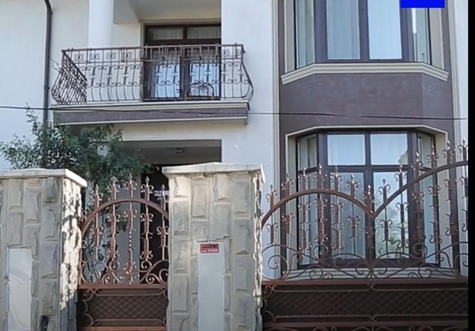 Дом, в котором живет премьер Наталья Гаврилица. Фото: скриншот видео.