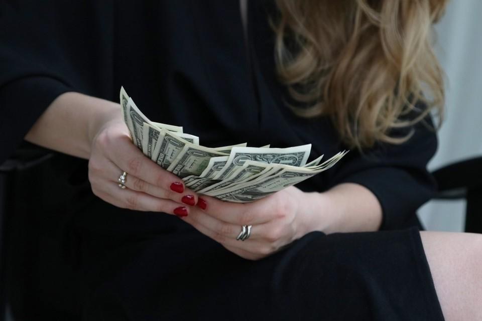 Доллар снова начал дешеветь по отношению к тенге