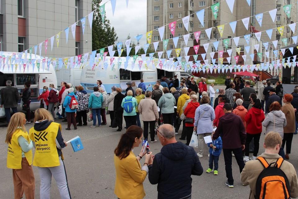 Помимо рыбы на ярмарке продавали пресервы и морепродукты. Фото: nasharyba.ru