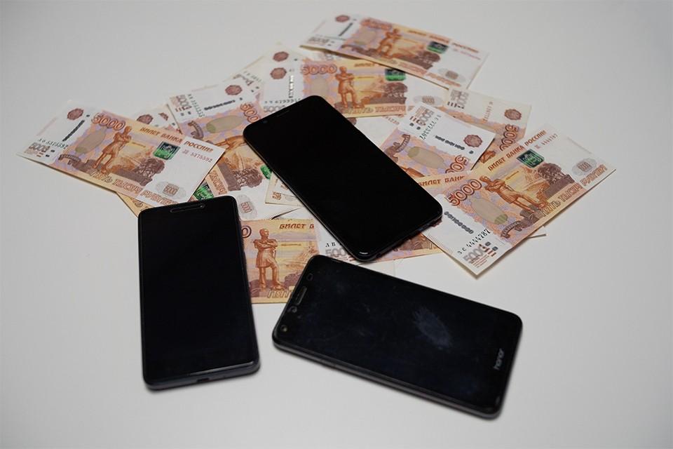 """После того, как мурманчанка получила кредит в банке и сняла все деньги, ей тут же позвонили и сказали, что нужно отправить деньги на """"безопасные счета""""."""