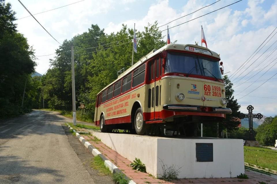 На Ангарском перевале установлен памятник троллейбусу. Фото: Крымтроллейбус
