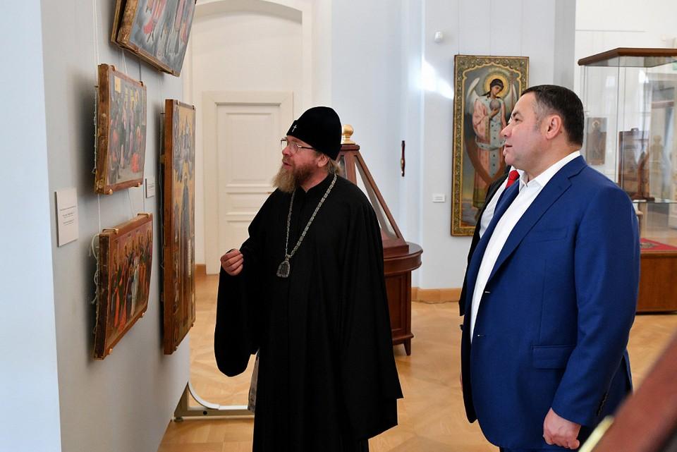 Епископ и губернатор.