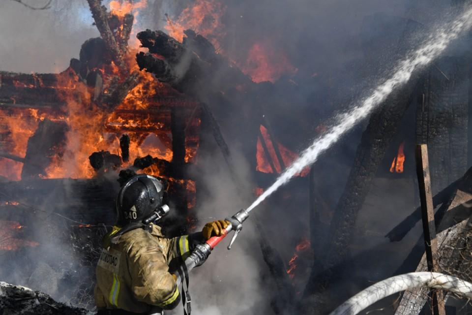 Огонь вспыхнул в жилом доме по улице Победы.