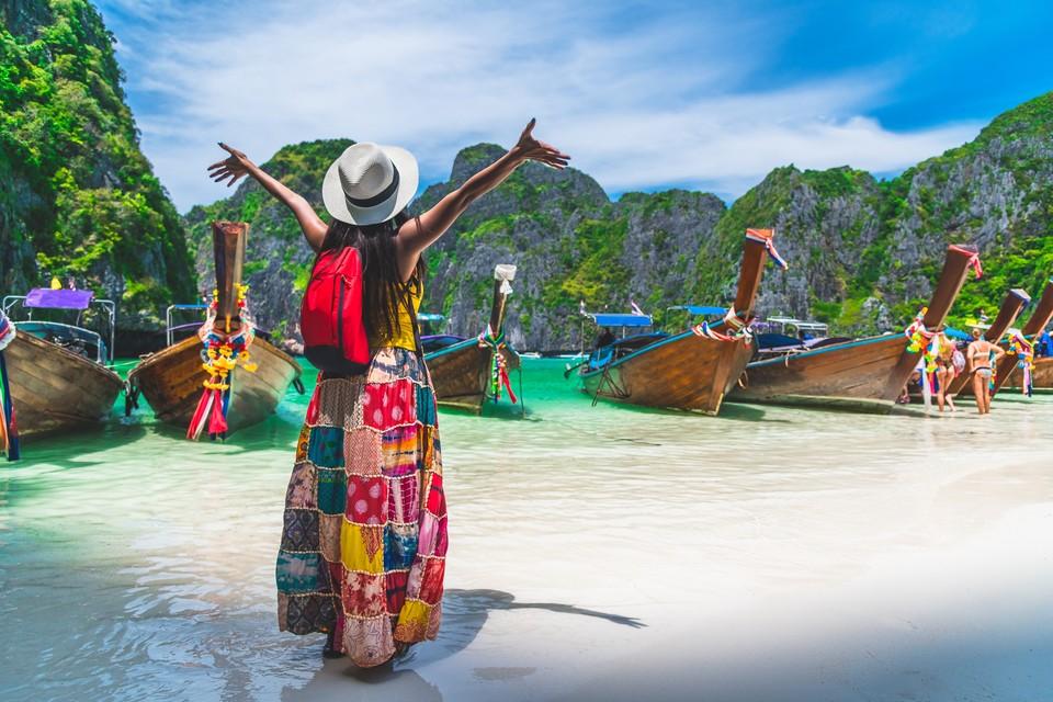 """С октября вакцинированные """"Спутником V"""" туристы смогут без карантина прилетать не только на Пхукет и Самуи, но и на другие курорты Таиланда."""