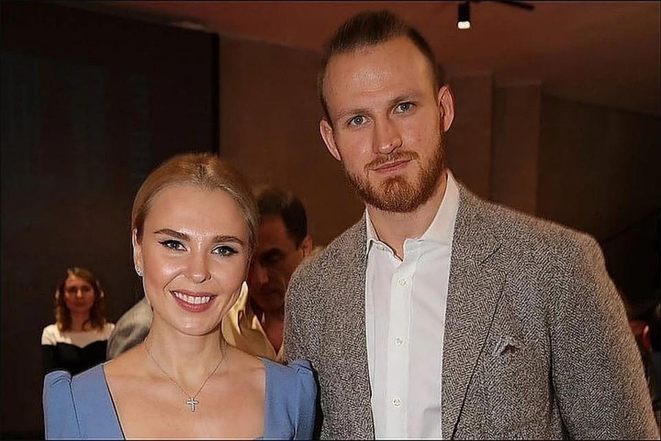 Пелагея и Иван поженились в 2016 году. Ради певицы спортсмен бросил беременную Евгению Ноур.