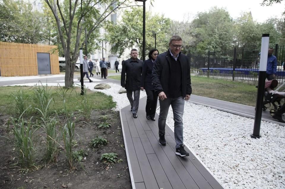 Объезд губернатора начался с новой прогулочной зоны в Горсаду им. Пушкина. Фото: gubernator74.ru