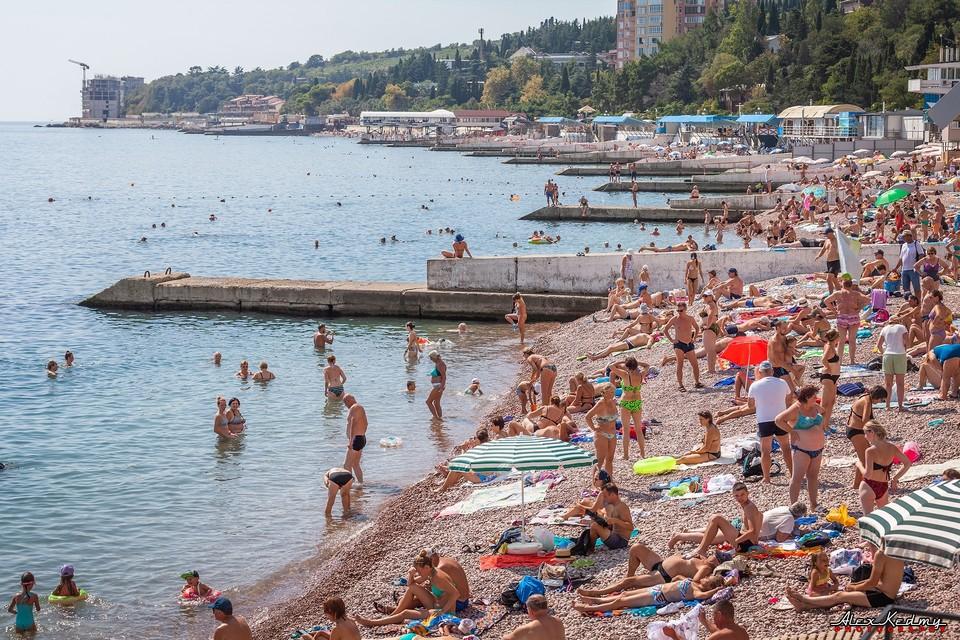 Пляж Гурзуфа. Фото: Алекс Кедми/VK