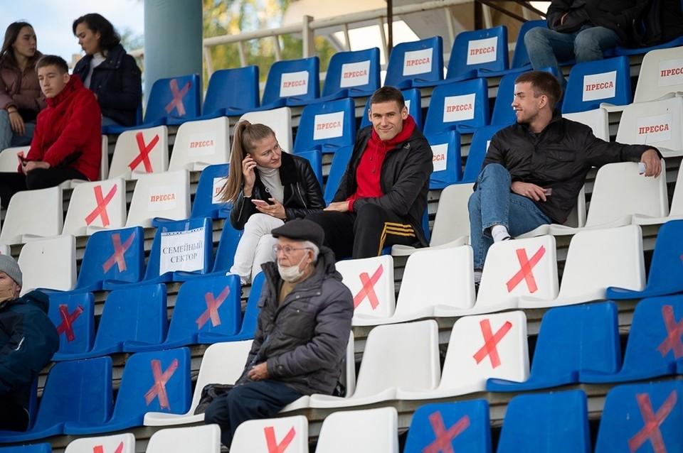 В Удмуртии действуют ограничения по наполняемости кинотеатров, театров и спортивных объектов. Фото: vk.com/fczenitizhevsk