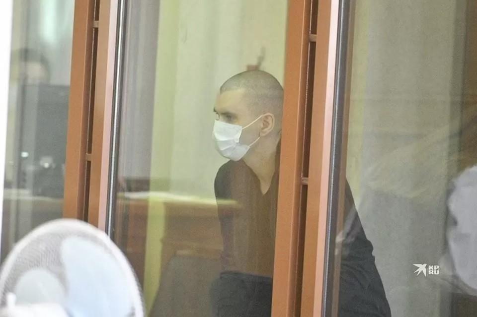 После убийства Владимир переоделся в женскую одежду, чтобы снимать деньги в банкомате под видом Дарьи.
